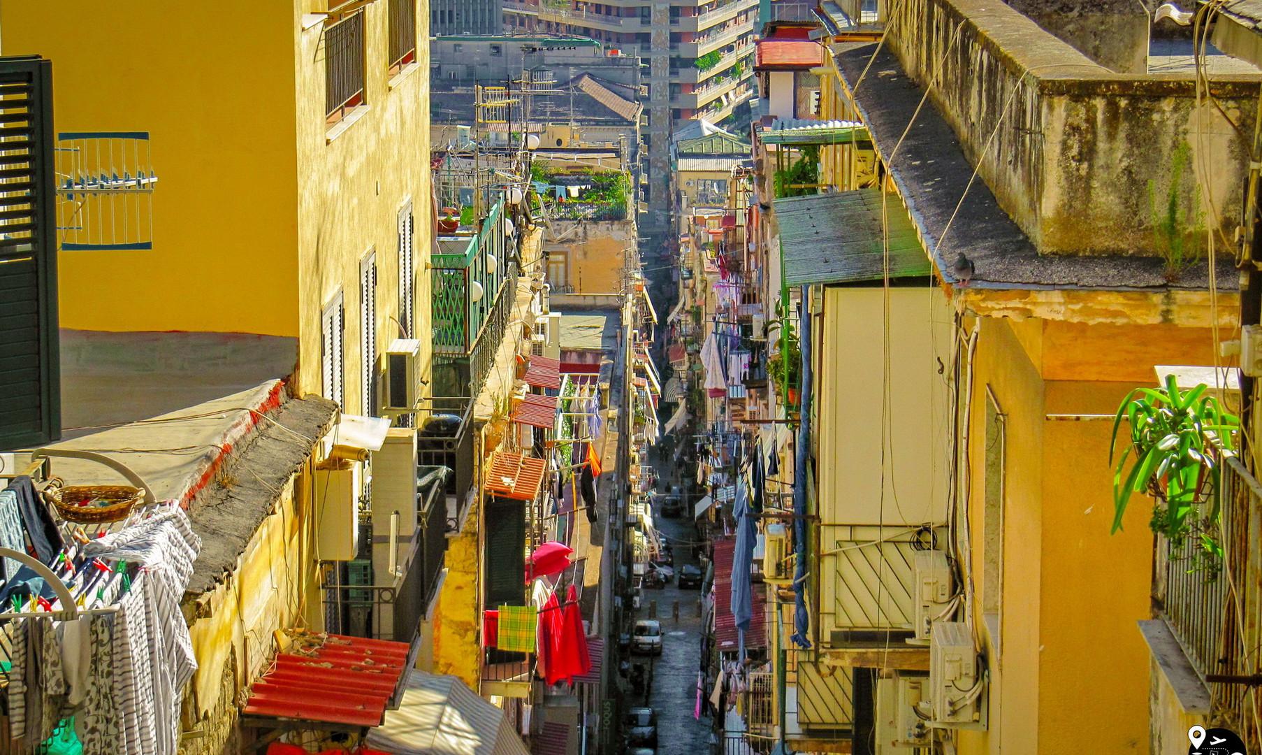 Тесные кварталы Неаполя