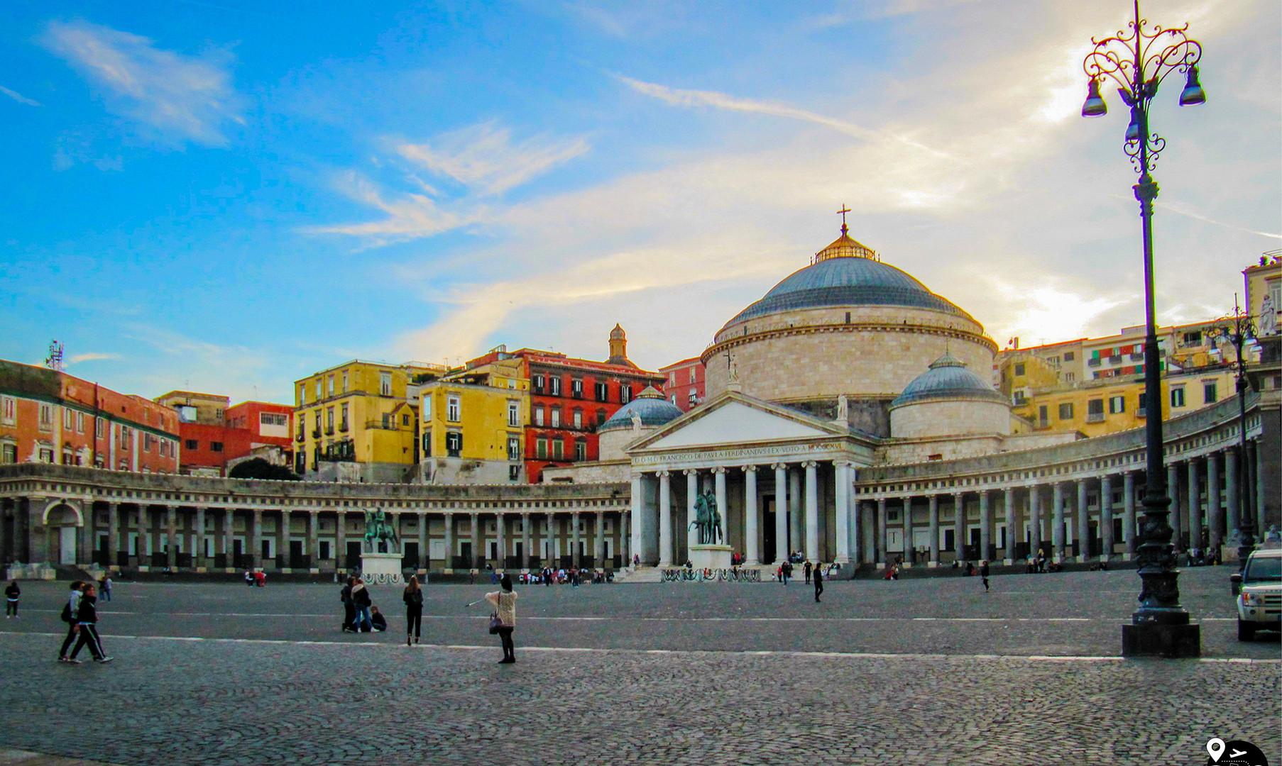 Площадь Плебисцита, Неаполь