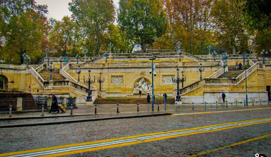 Лестница Пинчио в Болонье