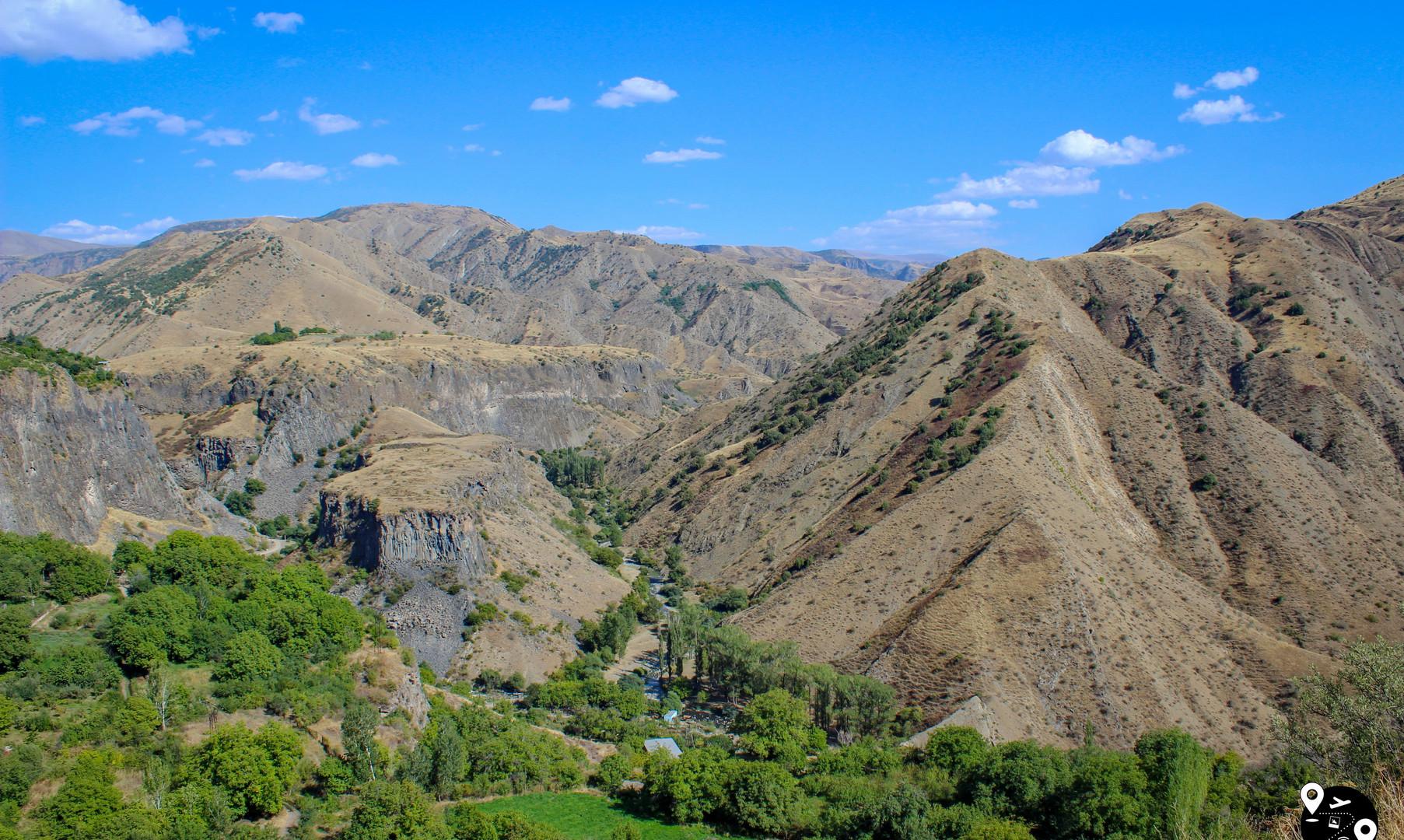 Предгорья Кавказа, Гарни
