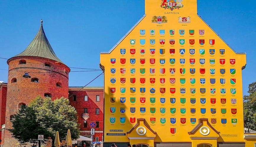 Пороховая башня и стена гербов, Рига