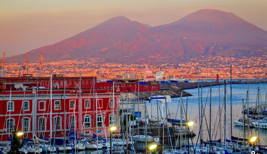 Неаполь на фоне Везувия
