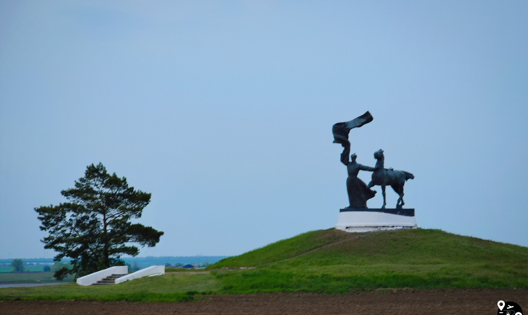 Монумент на въезде в Калмыкию