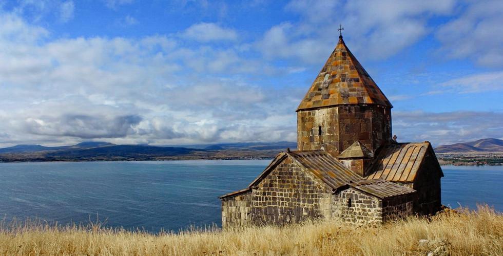 Монастырь Севанаванк, озеро Севан