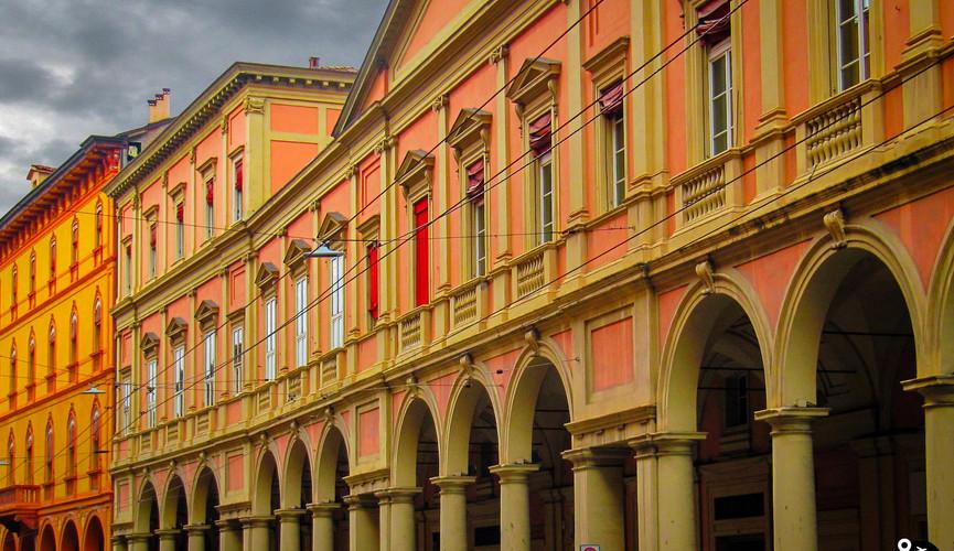 Арочные дома в Болонье
