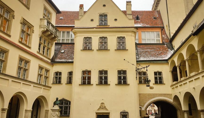 Дворец архиепископа в Братиславе