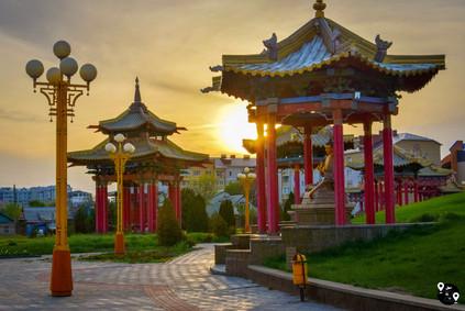 Буддистские арки в Элисте