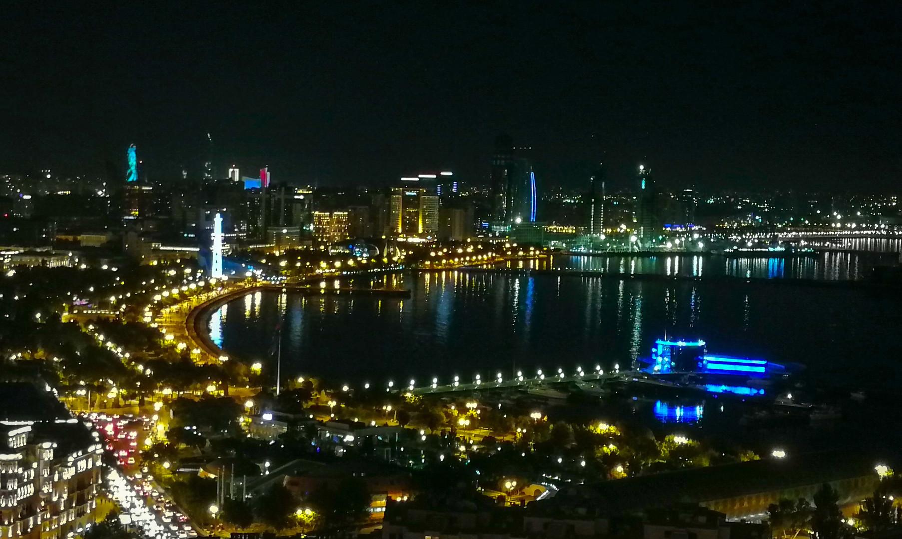 Панорама Баку ночью