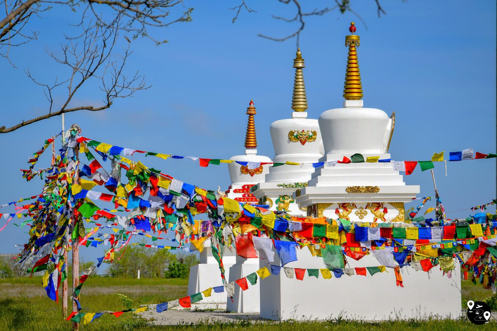 Буддистские ступы в хуруле Сякюсн-Сюме, Элиста