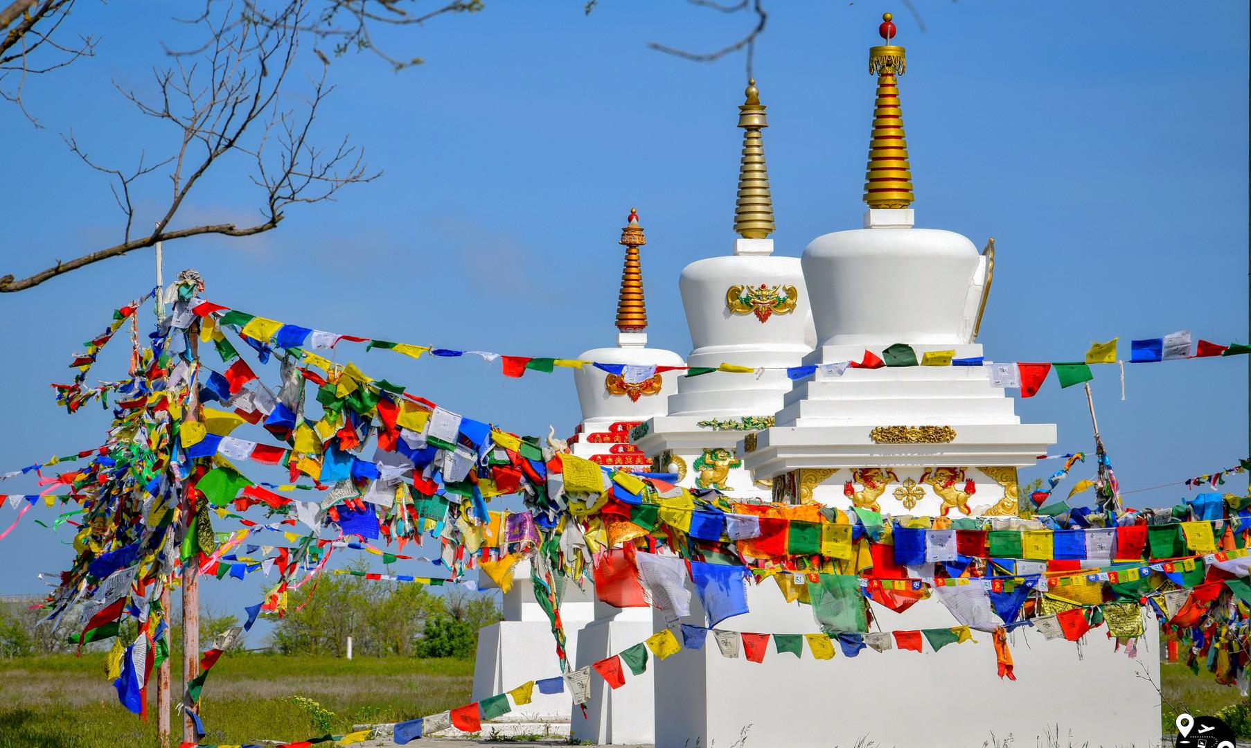 Буддистские ступы около хурула Сясюкн-Сюме, Элиста