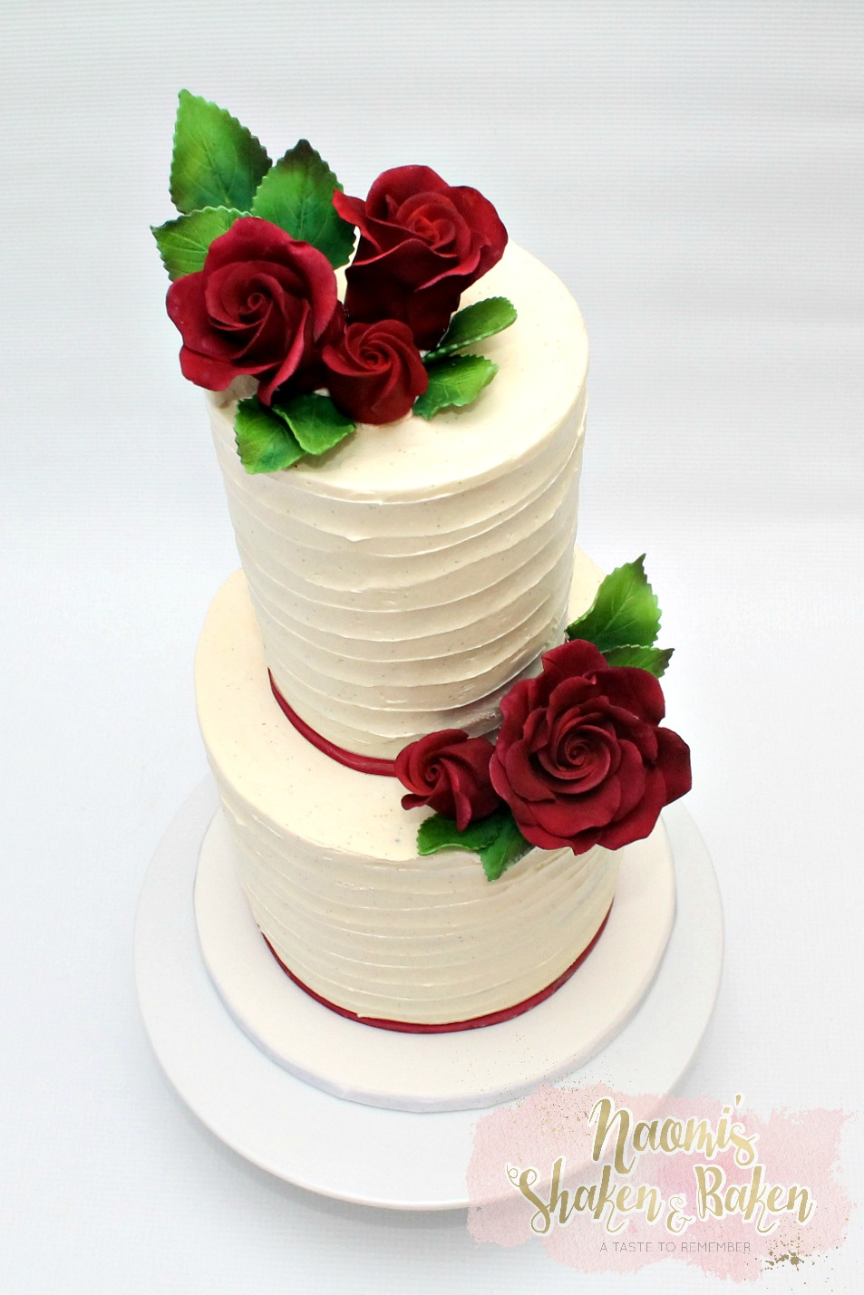 Ribbon buttercream & red roses