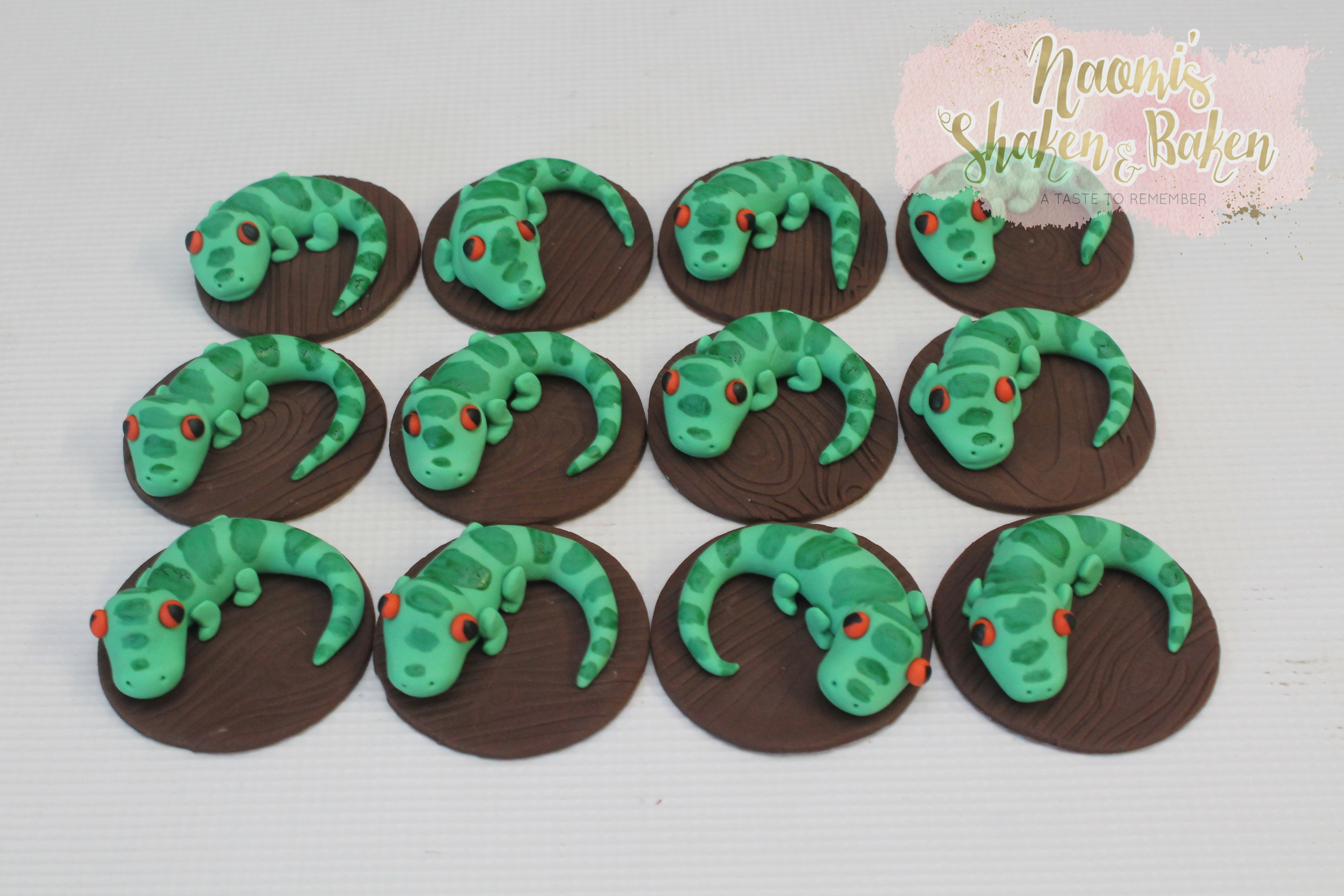 Lizard cupcake toppers
