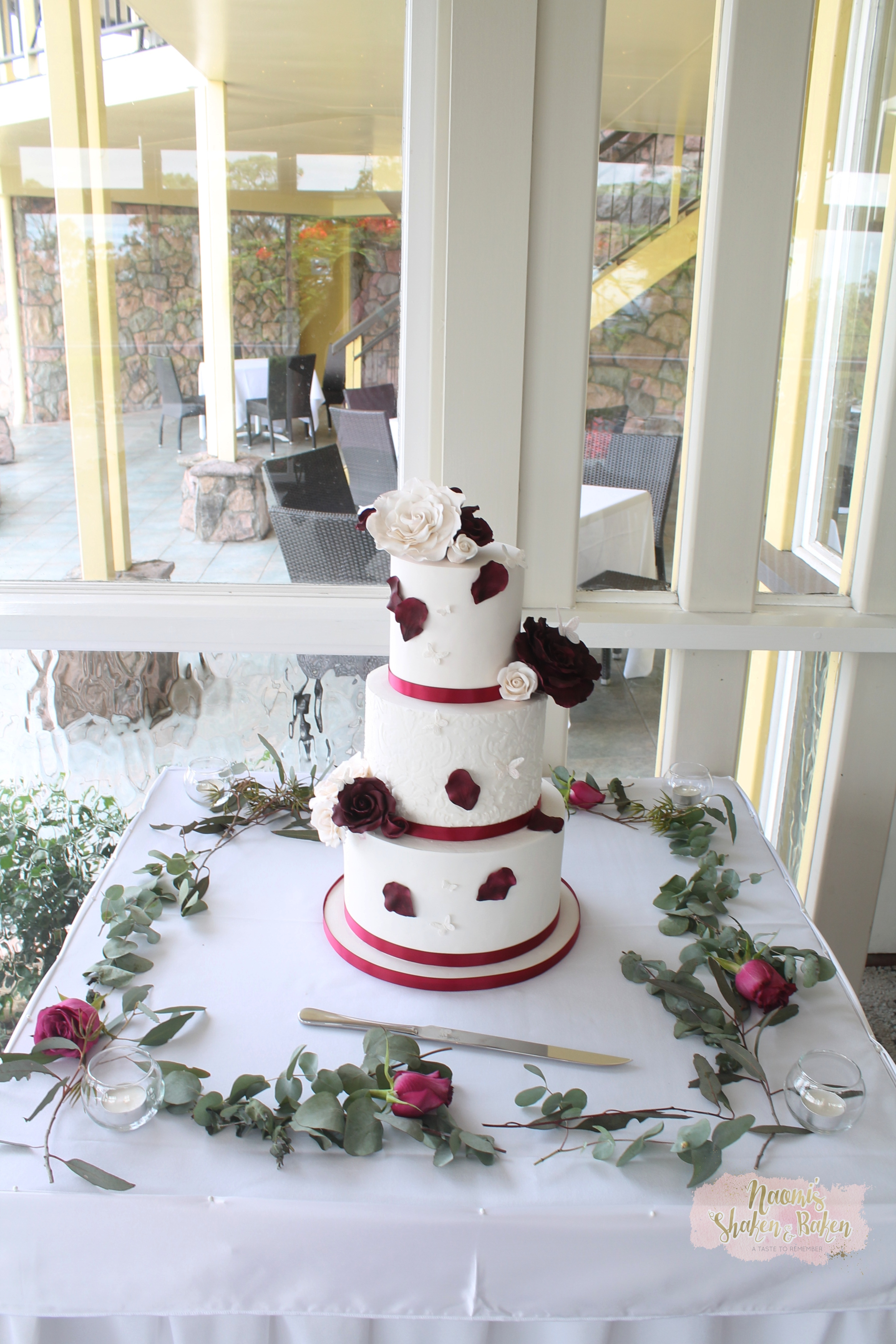 ‎Summit Restaurant wedding cake