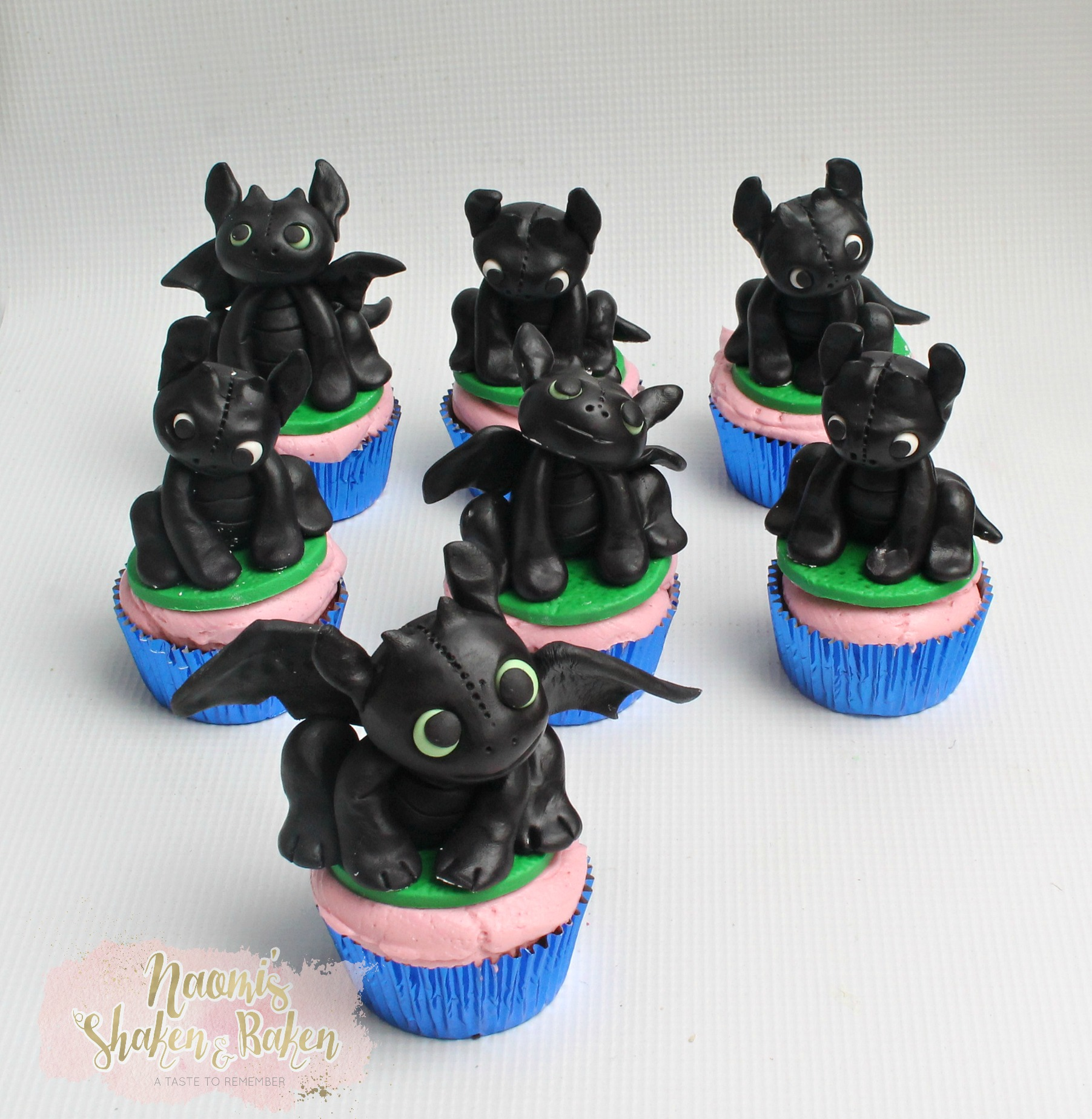 Toothless dragon cupcakes