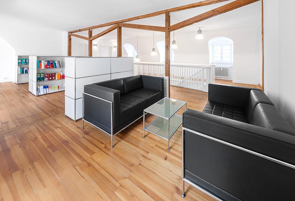 Bosse Empfangsbereich von PFERSICH Büroeinrichtungen