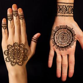 Mains au henné
