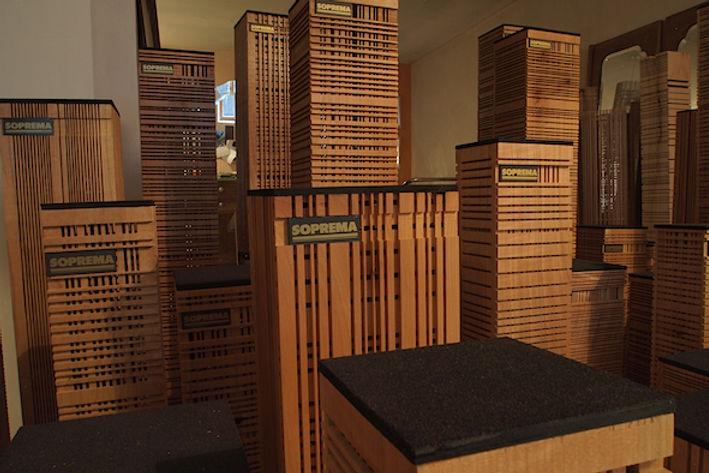 Commande pour la société SOPREMA : 50 colonnes lumineuses en bois