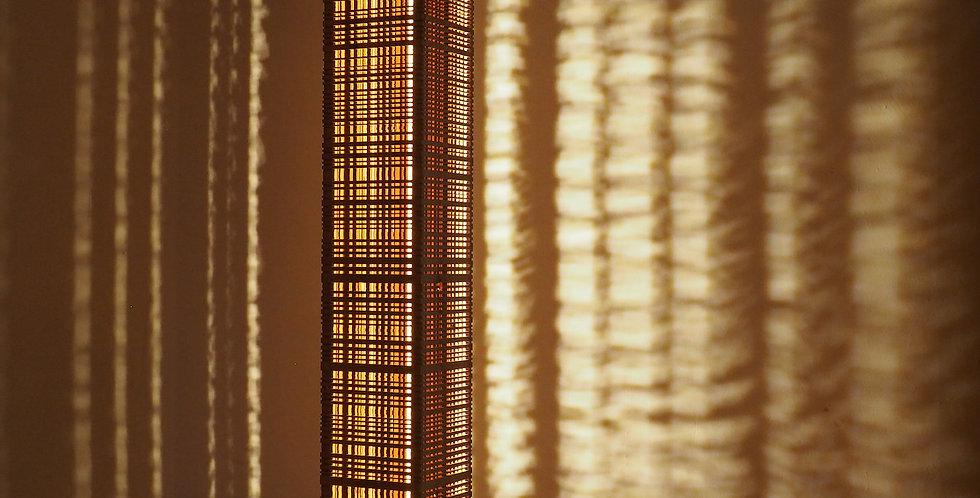 Colonne lumineuse en bois de merisier