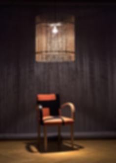 lustre de salle à manger en bois, table gillesansel-cecilemairet, chaises franck bragigand