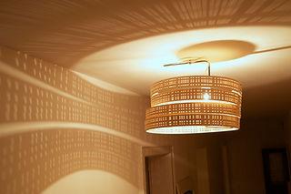suspension en bois et lustre en bois circulaire