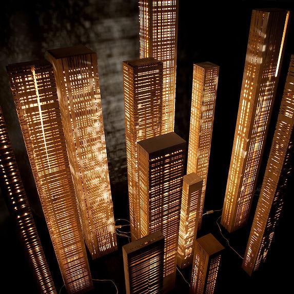Colonne lumineuse, lampe en bois
