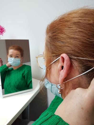 Im-Ohr-Hörgerät mit Maske.jpeg