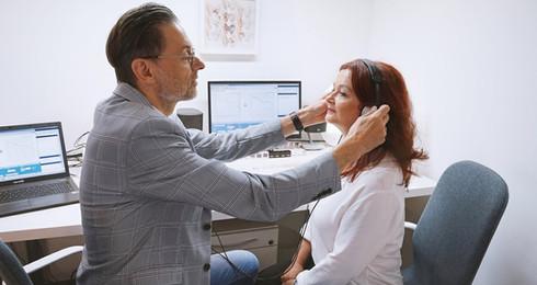 Professionelle Anpassung bei ihrem Hörgeräteakustiker in Nürnberg