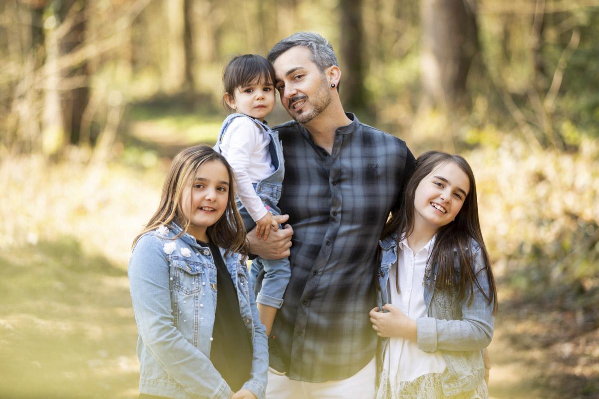 Papa und Tochter Familien Fotoshooting draussen Outdoor