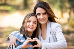 Mama und Tochter Familien Fotoshooting draussen Outdoor