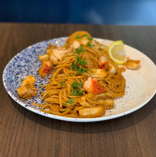Spaghetti au homard & calamard, bisque de langoustines 2021