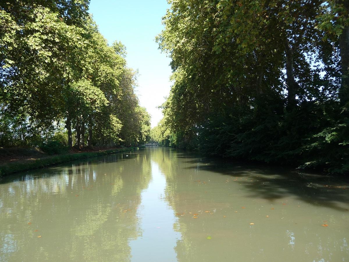 Vue_plongeante_du_canal