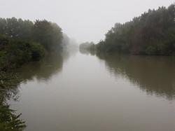 Le_canal_dans_le_brouillard