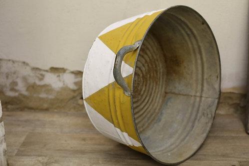 White/Yellow Metal Bucket/Tub