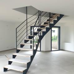 Escalier design en cours de pose