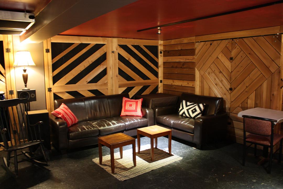 876 Studio Lounge