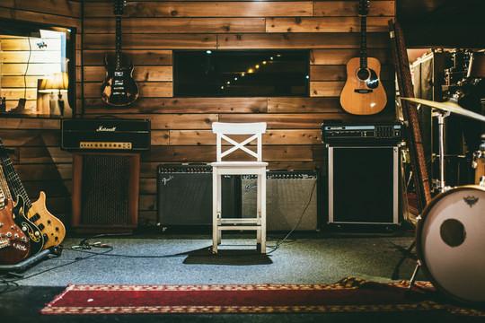 876 Studio Amp Wall