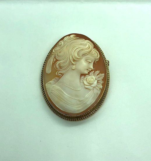 Antique cameo brooch, 9 carat gold