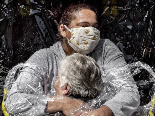 O primeiro abraço: análise da foto premiada no World Press Photo