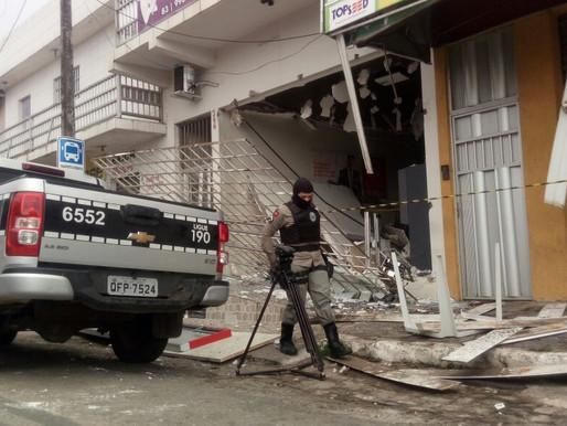 Bando explode agência bancária em Lagoa Seca, confira fotos