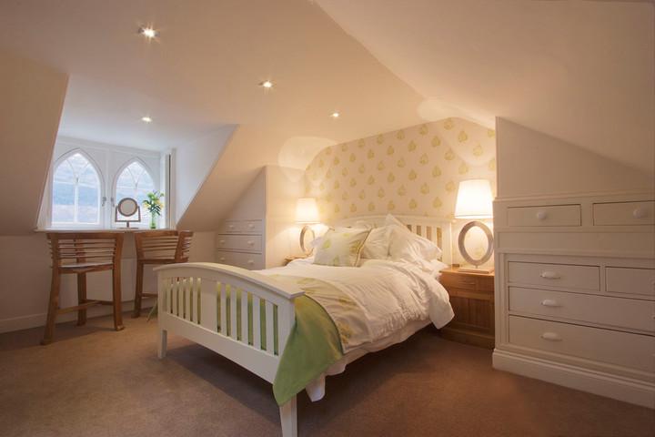 Stuckgowen bedroom .jpg