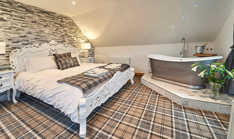 Big-Husky-Lodge-0013-web-Master-Bedroom.jpeg