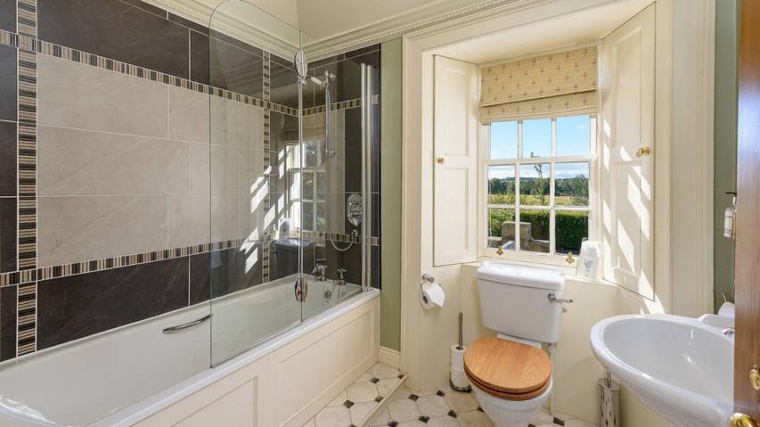 Winton Cottage-19 Biel Bathroom.jpeg
