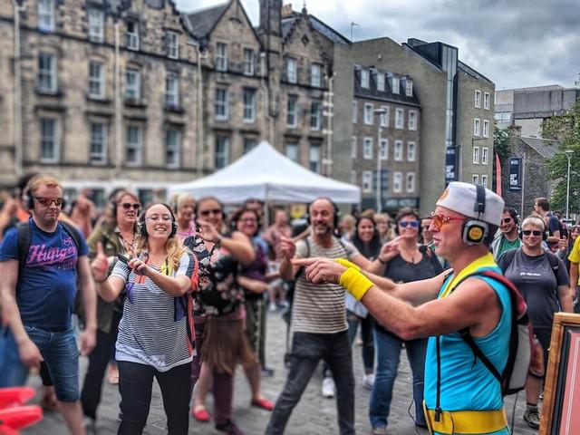 Silent-Disco-Walking-Tour-@-Edinburgh-Fr