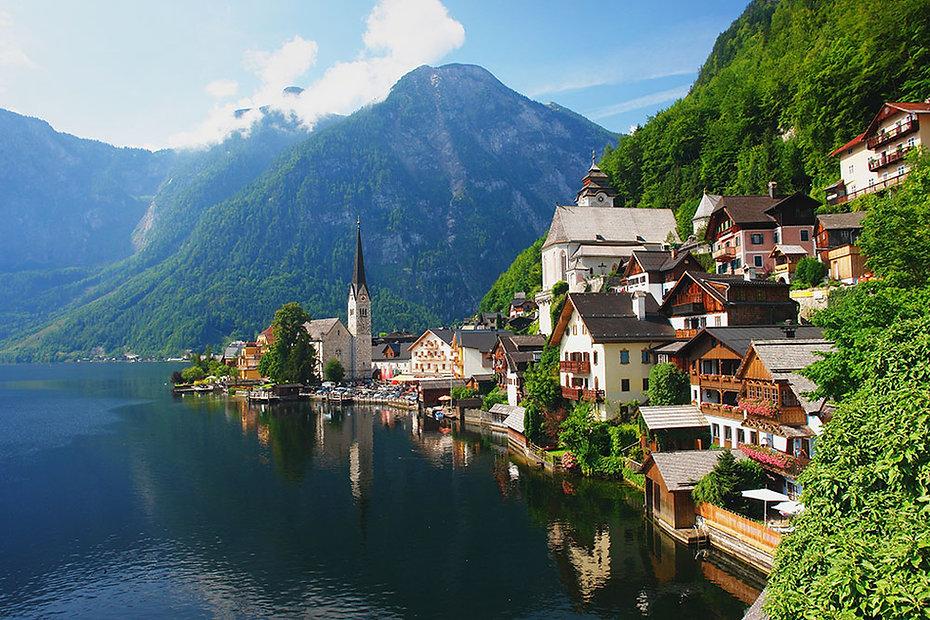 village-Hallstatt-Alps-Austria.jpg