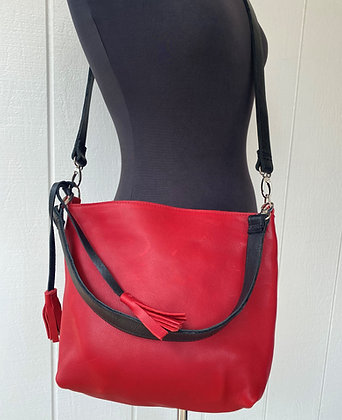 Crossbody & shoulder bag, Red leather with 2 black straps (zipper)