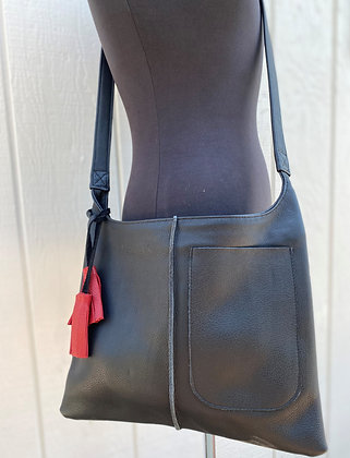 Crossbody, Black leather with black strap and Exterior pocket (zipper)