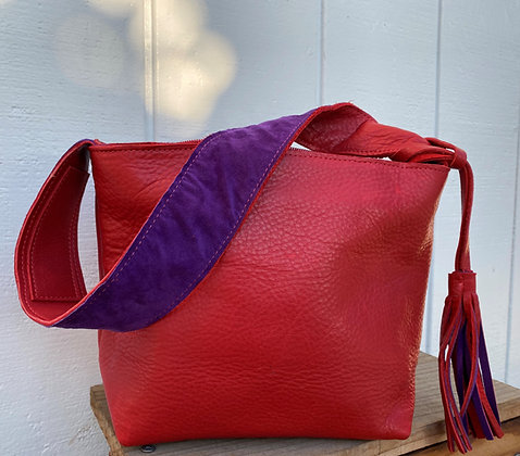 Small shoulder bag, Red leather lined with purple suede (w/zipper)