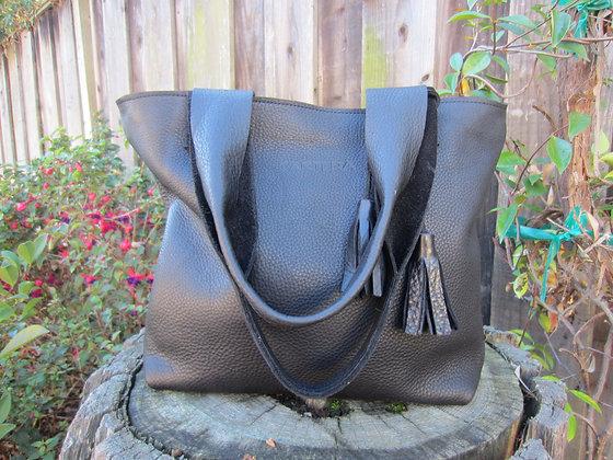 Large Shoulder bag, Black leather (zipper)