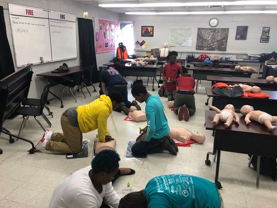 Students at the Career Center in Fire/EMS class learning CPR.