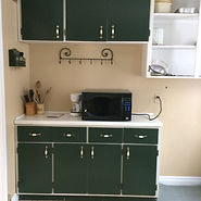 Spacious main cottage, large kitchen, microwave, counter space, kitchenware